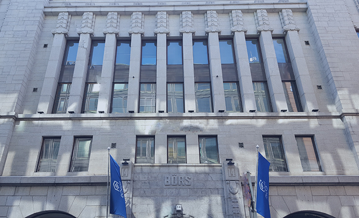 Helsingissä sijaitsevan Pörssitalon julkisivu. Artikkelissa kerrotaan, miten osakesäästötili toimii.