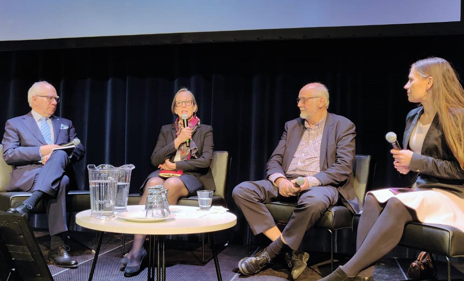 Hallitustyö kolmen pörssiyhtiön puheenjohtajan silmin. Kuvassa lavalla ovat Jorma Eloranta (vas.), Laura Raitio, Petteri Walldén ja Sari Lounasmeri.